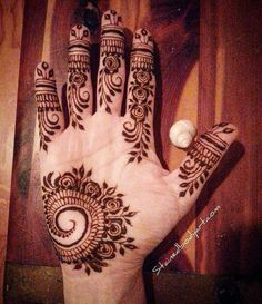 henna done with left hand took twice as long,lol @stained_bodyart