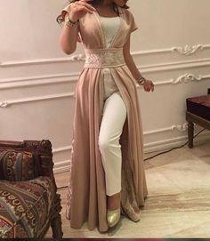 vestido comodín Oriente-Occidente Arab Fashion, Indian Fashion, Emo Fashion, Mode Bollywood, Hijab Dress Party, Arabic Dress, Moroccan Caftan, Modest Wear, Caftan Dress