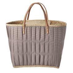 Diese wunderschönen Korbtaschen von Rice bieten jede Menge Platz für nahezu alle Gelegenheiten. Praktisch und schön zugleich, das schafft nur Rice.