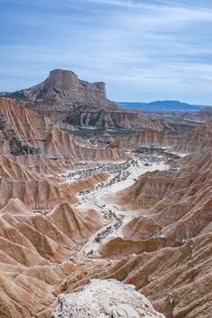 The Bardenas desert: the most beautiful desert in Europe! Lunar landscapes s Road Trip Snacks, Sea Photo, Easy Jet, Europe Destinations, Roadtrip, Camping, Solo Travel, Land Scape, Travel Inspiration