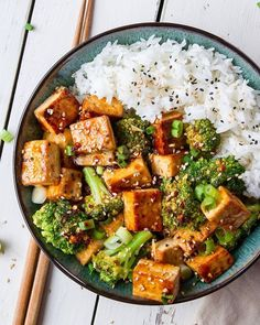 Healthy_Recipes-plantbasedrecipe,plantbasedvegan-Takeout-style tofu and broccoli bowl by woon.heng 🤤 This recipe is bursting with flavour! Healthy Vegetarian Recipes, Easy Salad Recipes, Vegan Dinner Recipes, Easy Salads, Healthy Meal Prep, Vegan Food, Vegan Dinners, Stay Healthy, Delicious Recipes