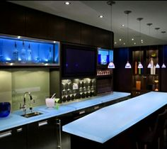 Stunning Modern Penthouse Design in Spectacular Appearance: Perfect Home Bar Of Yaletown Penthouse Furnished With Black Cabinet And Island W. Bar Interior Design, Luxury Interior, Modern Interior, Modern Home Bar Designs, Modern Bar, Mini Bars, Interior Minimalista, Apartment Interior, Apartment Design