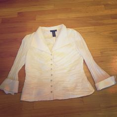 Cachet Blouse White crinckley top. In great condition. No missing diamond buttons. Cachet Tops Blouses