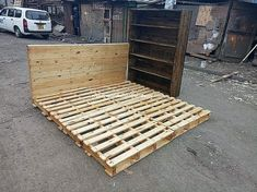 DIY Wooden Pallet Bed Frame Idea: Here DIY wood pallet bed idea has been introduced that would bring a thrilling exciting impact in your house. This awesome design of bed is becoming. Wooden Pallet Beds, Wooden Diy, Pallet Furniture, Old Pallets, Bed Design, Bed Frame, Cool Designs, Room, Style