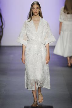 Tadashi Shoji Spring 2016 Ready-to-Wear Collection Photos - Vogue