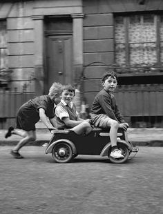 Street Pedallers, picture from the series In the streets by John Drysdale, LUMAS Artist ✓ Old Photography, People Photography, Children Photography, Street Photography, Vintage Pictures, Old Pictures, Old Photos, Black And White Pictures, Vintage Photographs