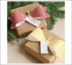 DIY Paper Bow - Add a crafty touch to your Christmas gifts. Creative Gift Wrapping, Creative Gifts, Wrapping Ideas, Wrapping Gifts, Paper Wrapping, Craft Gifts, Diy Gifts, Diy Paper, Paper Crafts