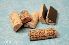 Tapones de corcho reciclados para ser utilizados como imanes de nevera