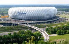 Estadio Allianz Arena, ubicado en el norte de Múnich, Alemania. En este juegan el FC Bayern München y el TSV 1860 München
