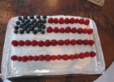 dye-free 4th of July cake; tips for how to keep the berry juice from running