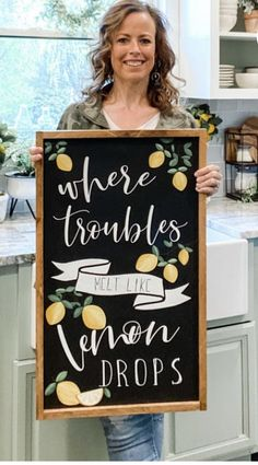 Lemon Kitchen Decor, Kitchen Redo, Kitchen Ideas, Farmhouse Table Decor, Farmhouse Ideas, Lemon Wreath, Dollar Tree Crafts, Summer Crafts, Wall Ideas