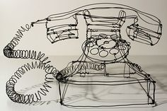 Martin Senn is a German artist who creates beautiful three-dimensional works using wire. Working the wire as if he was drawing with a pencil...