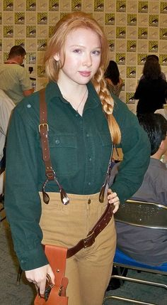 """awesome cosplay at ComiCon: Molly Quinn (who plays Nathan Fillion's daughter Alexis on """"Castle"""") dressed at Fillion's character Mal Reynolds (from """"Firefly"""")"""