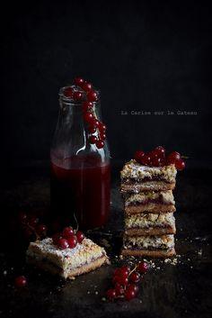 La Cerise sur le Gateau - Rhubarb and berries crumb bars