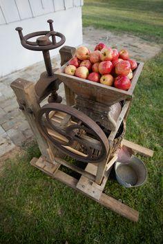 Apple Cider Press for Autumn Wedding Refreshments