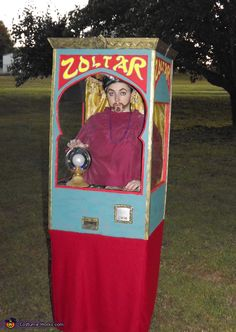 Zoltar Fortune Telling Machine - Homemade costumes for adults Creepy Carnival, Circus Carnival Party, Kids Carnival, Carnival Themes, Circus Theme, Halloween Costume Contest, Cute Halloween Costumes, Halloween Boo, Vintage Halloween