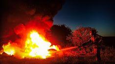 Świnoujście w sieci - Twoje pierwsze źródło informacji [POŻAR ŚMIECI PRZY DRODZE W ROZTOCZU] 9 maja 2021 roku, około godziny 21:18 w Roztoczu doszło do pożaru odpadów, które składowane były przy drodze. Pożar ugaszono podając w natarciu jeden prąd piany ciężkiej na palące się śmieci i opony. Opracowanie: st.asp. Stanisław Rydz Zdjęcie: sekc. Maciej Grudziński Artykuł Choszczno – Pożar odpadów składowanych przy drodze pochodzi z serwisu Świnoujście w sieci www.eswinoujscie.pl.