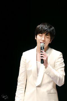 150201 [CNBLUE] Jung Yonghwa. 热歌中...... 吧?