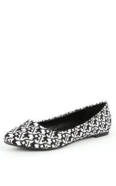 City Classified Sadler-s Pointy Flats BLACK