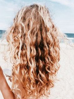 How to Get The Perfect Beachy Waves in 7 Steps Medium Thin Hair, Long Wavy Hair, Medium Hair Styles, Curly Hair Styles, Natural Hair Styles, Short Hair, Cabelo Natural 3c, Hippie Hair, Hair Color For Women