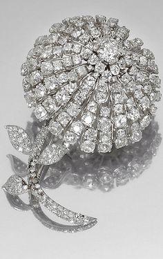 PLATINUM AND DIAMOND BROOCH, 1950S