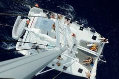 Blue Cat Ocean Dream Croisieres - Un moment unique, où la détente et le confort sont présents au gré des croisières. Plusieurs possibilités s'offrent aux clients : un dîner aux chandelles, une journée entre amis, la privatisation du catamaran avec équipage pour un coucher de soleil, une demi-journée, une journée ou une croisière de plusieurs jours.