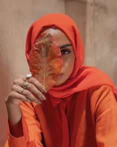 September is here, we find ourselves preparing for autumn. This months favourite colours, inspired by fall leaves and rosy cheeks. Modern Hijab Fashion, Street Hijab Fashion, Islamic Fashion, Muslim Fashion, Modest Fashion, Fashion Outfits, Casual Hijab Outfit, Hijab Chic, Hijabi Girl