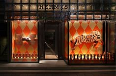 Storefront design for Hermes. Photograph by Satoshi Asakawa for Hermes Japon. Retail Windows, Store Windows, Display Design, Store Design, Visual Display, Set Design, Display Ideas, Hermes Window, Hermes Store