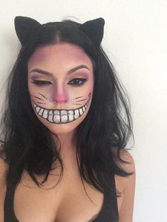 Amazing last-minute easy Halloween makeup ideas! I love this cheshire cat makeup tutorial for Halloween! Anyone can recreate this look!