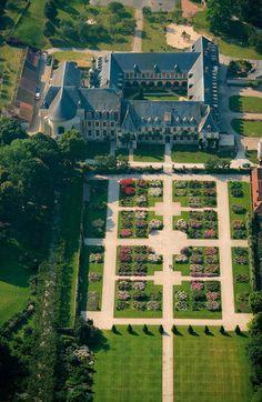 C'est dans un cadre riche en histoire que s'épanouissent les Jardins de Valloire. Bien que relativement jeunes, ils entourent un bâtiment plusieurs...