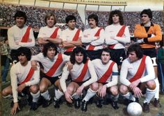 River Plate 1981 : En haut : Passarella, Merlo, Comelles, Lopez, Tarantini, Fillol En bas : Diaz, Iervasi, Kempes, Alonso, Heredia
