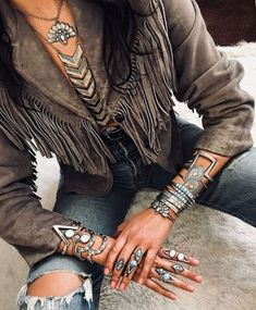 Here is another tremendous boho set@ it is sweet and petite with a sprinkle of bohemian flare. Boho Gypsy, Hippie Boho, Estilo Hippie Chic, Mode Hippie, Bohemian Style, Boho Chic, Bohemian Rings, Hippie Masa, Gypsy Style
