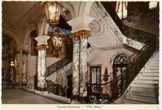 The Elms mansion, Newport, Rhode Island, Designed by architect Horace Trumbauer. Grand Staircase, Staircase Design, Beautiful Architecture, Art And Architecture, Old Mansions, Old Money, Gilded Age, Stairway To Heaven, Medieval Castle