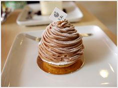 A cold dessert made of vanilla-flavoured chestnut pureé, topped with a dome of Chantilly cream and decorated. Alternatively, the cream may...