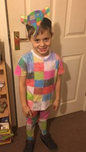 21 DIY Book week Costumes (Easy and Cheap) Book Costumes, World Book Day Costumes, Book Character Costumes, Book Week Costume, Carnival Costumes, Costume Ideas, Halloween Costumes, World Book Day Activities, World Book Day Ideas