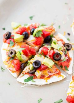 Mexican Pizza Recipe - a dish the whole family will love Warm tortillas stuffed with refried beans meat melt-y cheese and topped with salsa tomatoes cilantro avocado and olives Granola Bar Recipe Easy, No Bake Granola Bars, Homemade Granola Bars, Pizza Recipes, Mexican Food Recipes, Real Food Recipes, Cooking Recipes, Yummy Food, Pizza Mexicana