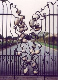 Stone within iron gate - prickly pear sculpture Metal Gates, Wrought Iron Gates, Metal Screen, Architecture Art Nouveau, Tor Design, Iron Gate Design, Fence Gate, Driveway Gate, Iron Work
