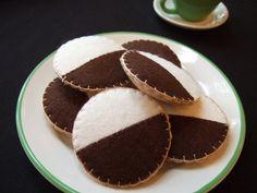 Filz Food  Schwarzweiß-Cookies-Halbmond-Kekse  Filz Cookies