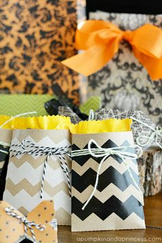 Halloween Treat Bags - perfect idea for canvas corp mini kraft bags #halloweentreatbags