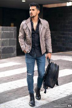 Erfahre welche Teile dazu passen! Casual Streetwear Outfit für Männer. Casual Look mit Jeanshose, Hemd, Fieldjacket und Lederstiefel. Ein lässiges Herrenoutfit, passend für die Freizeit. Outfits für Männer mit passenden Teilen bei Favorite Styles. #favoritestyles #mode #fashion #outfit #männer #herren #style #stil #männermode #herrenmode #mensoutfit #mensfashion #ideen #inspiration #casual #lässig #freizeit #fieldjacket #jeans #hemd #frühling #beige #braun #schwarz #blau