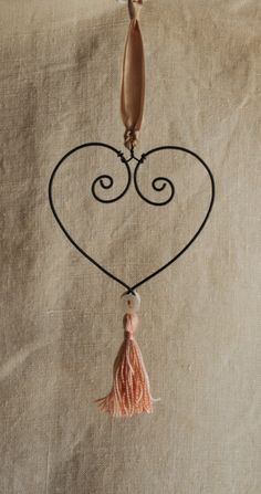 handmade wire heart with tassel by Rosehilde on Etsy Wire Ornaments, Diy Christmas Ornaments, How To Make Ornaments, Wire Bookmarks, Hanger Crafts, Crafts For Seniors, Heart Ornament, Handmade Wire, Wire Crafts