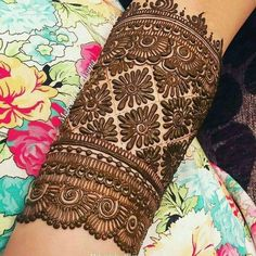 Stunning Mehndi Designs for the 2020 Brides-to-be Easy Mehndi Designs, Henna Hand Designs, Dulhan Mehndi Designs, Latest Mehndi Designs, Henna Tattoo Designs, Mehndi Tattoo, Mehendi, Mehndi Designs Finger, Mehndi Designs For Girls