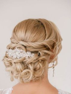 Wedding Hair Inspiration for Brides Who Hate Veils - Livingly Girly Hairstyles, Low Bun Hairstyles, Wedding Hairstyles With Veil, Wedding Updo, Bride Hairstyles, Bridal Updo With Veil, Evening Hairstyles, Holiday Hairstyles, Hairstyle Ideas
