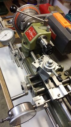 Insanely complex and sophisticated Unimat - ricardo kuhn (patineto) Lathe Machine, Machine Tools, Small Metal Lathe, Metal Processing, Lathe Tools, Woodworking Tools, Industrial Machine, Metal Working Tools, Home Workshop