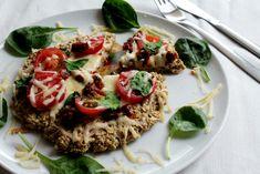 Talianska kuchyňa je jedna znajobľúbenejších kuchýň na svete. Možno to bude práve ich najznámejším jedlom – lahodnou pizzou. Vážne nepoznám ani jedného človeka, ktorý by ju nemal rád. Dá sa to vôbec? No taktiež všetci dobre vieme, že tradičná pizza nepatrí medzi najzdravšie jedlá. To však neznamená, že by sme sa jej mali raz anavždy… Continue reading →