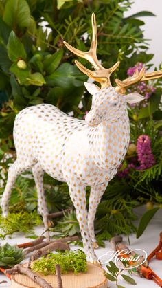 NEW in 2017 Deer / Elk is painted in Vieux Herend (VHOR) Gold Fish scale design. This fishnet or fish scale pattern is a typical motif of the Herend. Herend China, China Porcelain, Painted Porcelain, Porcelain Doll, Oh Deer, Animals Beautiful, Dinosaur Stuffed Animal, Hand Painted, Christmas Ornaments