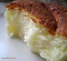 Japanese Cotton Cake - a creamy soft cake that melts in your mouth!,Recipes to Try, Asian Desserts, Just Desserts, Delicious Desserts, Yummy Food, Sweet Recipes, Cake Recipes, Dessert Recipes, Cotton Cake, Gateaux Cake