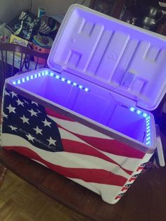 american flag cooler lights ** It's literally lit** Diy Cooler, Coolest Cooler, Beach Cooler, Sorority Life, Sorority Canvas, Sorority Paddles, Sorority Recruitment, I Cool, Cool Stuff