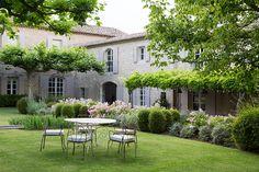 Jardim em Saint-Rémy-da-Provença, uma comuna francesa no departamento de Bouches-du-Rhône, região da Provença-Alpes-Costa Azul, França. Fotografia: Carla Coulson.