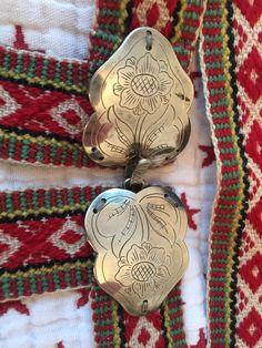 (1) Fantastisk fin Åmli bunad fra Aust-Agder med mye tilbehør.   FINN.no Norway, Weaving, Bands, Christmas Ornaments, Holiday Decor, Christmas Jewelry, Band Memes, Crocheting, Band